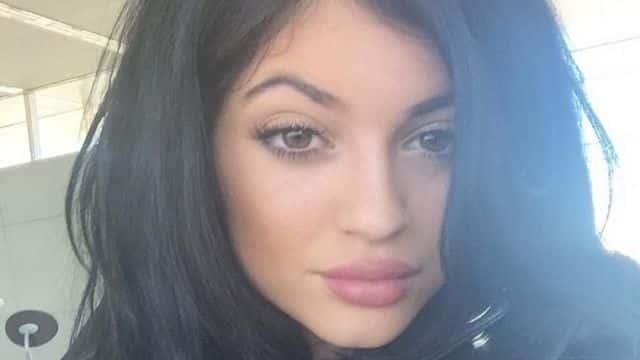 Kylie Jenner en a marre qu'on parle de ses lèvres gonflées et pousse un coup de gueule sur Twitter
