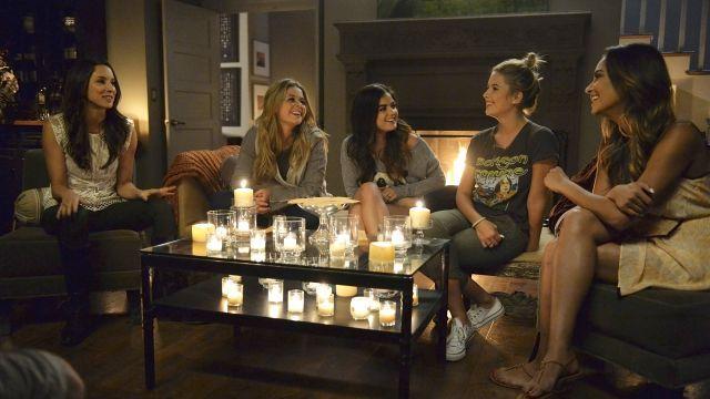 Pretty Little Liars saison 5 : les fans impatients placent le hashtag #PLLHalloween en Top Tendances