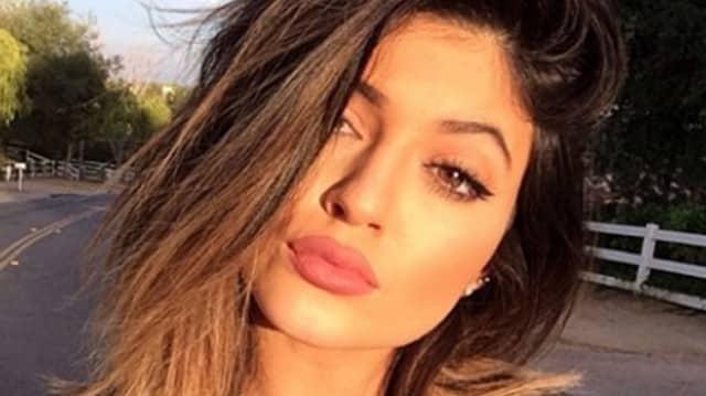 Kylie Jener: Les internautes pratiquent le #KylieJennerChallenger pour avoir ses lèvres