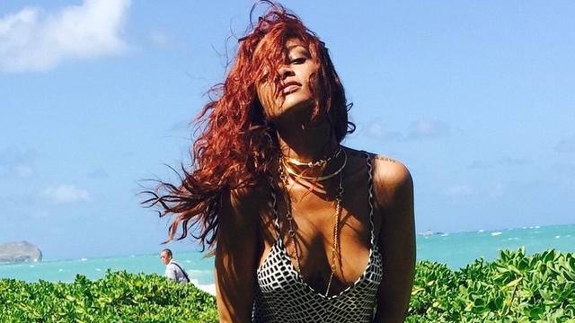 Rihanna- Sexy à Hawaï pendant que son nouveau titre avec Chris Brown affole la toile