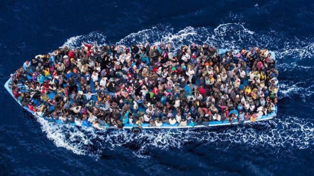 Morning News: nouveau naufrage de migrants en Grèce, fin record pour Claire Chazal, l'OM cartonne Bastia