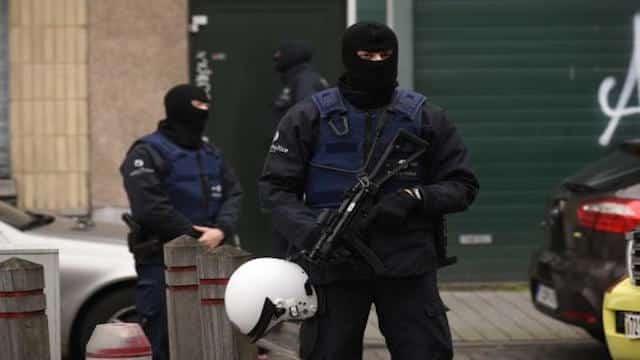 Attentats de Paris: deux nouveaux suspects recherchés