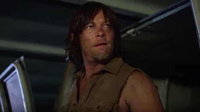 The Walking Dead Saison 6: Norman Reedus (Daryl) affronte des zombies en hoverboard chez Jimmy Kimmel!