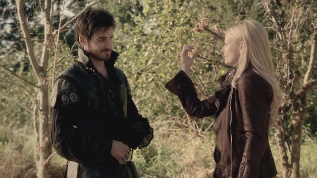 Once Upon a Time Saison 5: Colin O'Donoghue se confie sur la relation entre Hook et Emma!