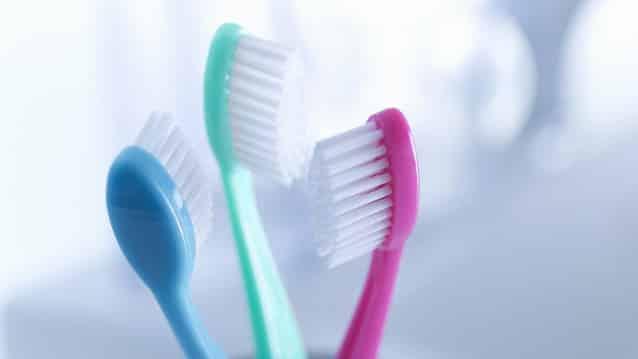 Insolite: des chirurgiens retirent 18 brosses à dents de l'estomac d'un patient!