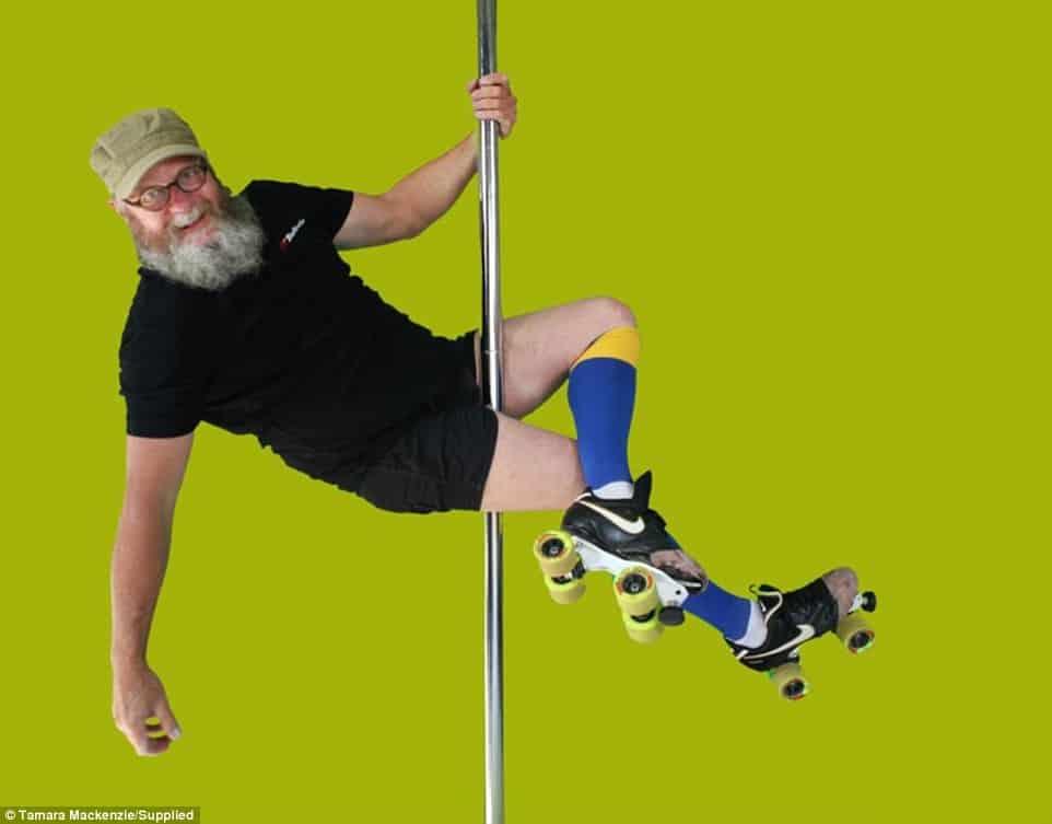 Insolite: à 55 ans, cet homme est le roi du pole dance!