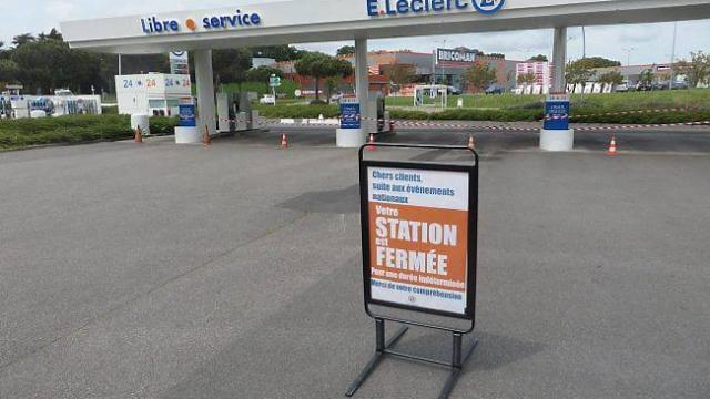 Morning-News-1500-stations-essence-en-pénurie-totale-ou-partielle-en-France-un-couple-séquestré-pendant-quatre-jours-par-des-dealers-de-drogue-et-Raphaël-Varane-peut-il-déclarer-forfait-avant-l'Euro-2016