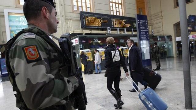 Terrorisme: Manuel Valls présente le plan d'action pour lutter contre la radicalisation