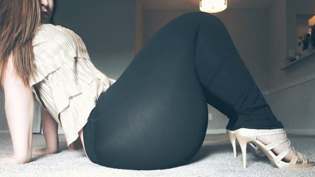 Insolite avec ses 1,80m de tour de hanche, elle a les plus grosses fesses d'Instagram!