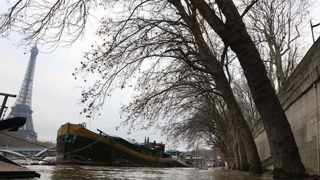 Paris: avec les inondations, les théories du complot refont surface