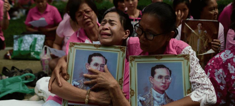 Thaïlande: le pays en deuil pendant un an suite au décès du roi Bhumibol