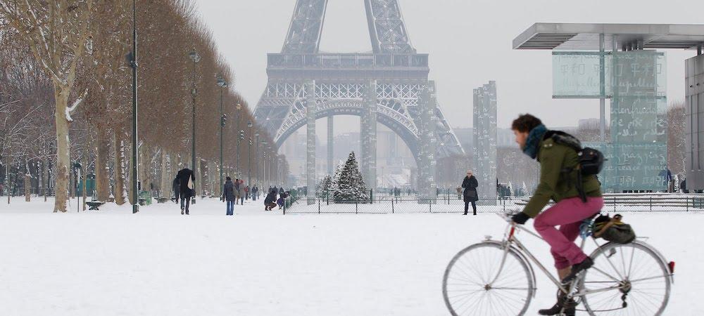 Météo: les premiers flocons de neige ont surpris les Parisiens