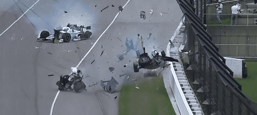 Accident de voiture: un pilote sort indemne d'un crash monumental