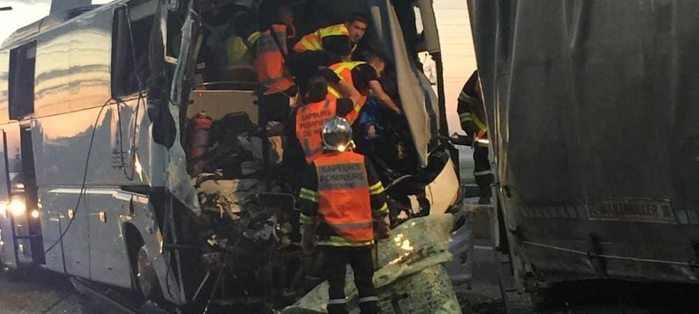 Accident: un car scolaire percute violemment un camion sur l'autoroute A16