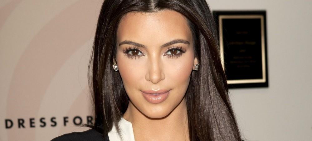 kim-kardashian-accuse-un-paparazzi-dajouter-de-la-cellulite-sur-sa-photo-1000