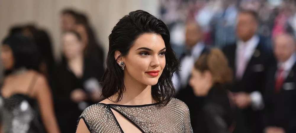 Kendall Jenner enflamme les rues de New York en micro jupe et crop top 1000