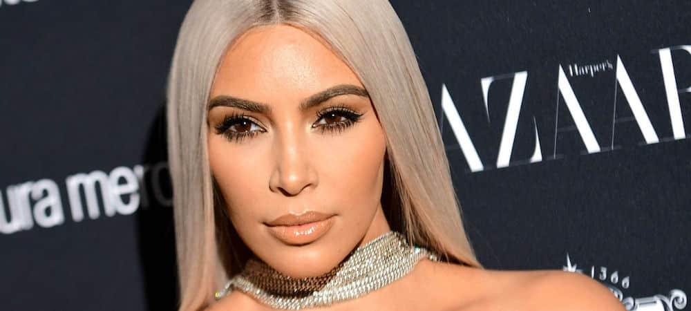 Kim Kardashian s'est coupée les cheveux et s'affiche avec son nouveau look