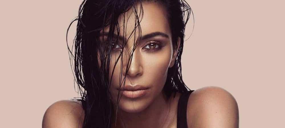 Kim Kardashian s'affiche avec ses sœurs pour une publicité et fait polémique !