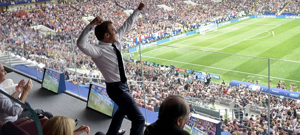 Coupe du Monde 2018: La photo d'Emmanuel Macron en transe déjà parodiée sur le net !