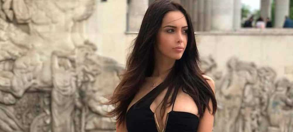 Nabilla: Elle dévoile sa culotte blanche sous sa robe noire semi-transparente !