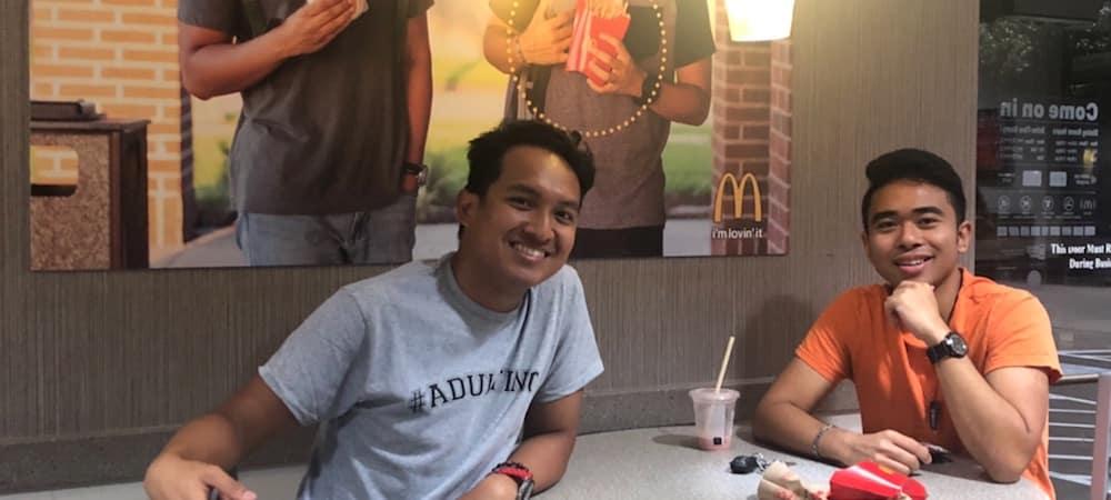 McDonald's: Deux amis qui avaient accorché leur photo reçoivent 25 000$