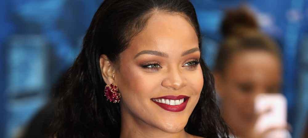 Rihanna hyper sexy pour le lancement de son nouveau produit Fenty Beauty grande