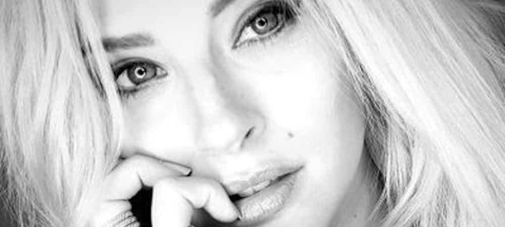 Instagram: Kelly Vedovelli souffre du froid en Espagne !