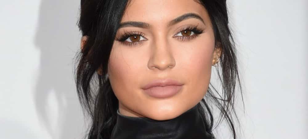 Instagram: Kylie Jenner présente un nouveau rouge à lèvre matte !