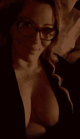Loana métamorphosée, elle ressort des tenues ultra sexy !