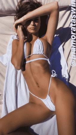 Emily Ratajkowski adore poser sexy sur les réseaux sociaux. Il y a quelques heures, la starlette s'est affichée dans un mini bikini sur son Insta Story !
