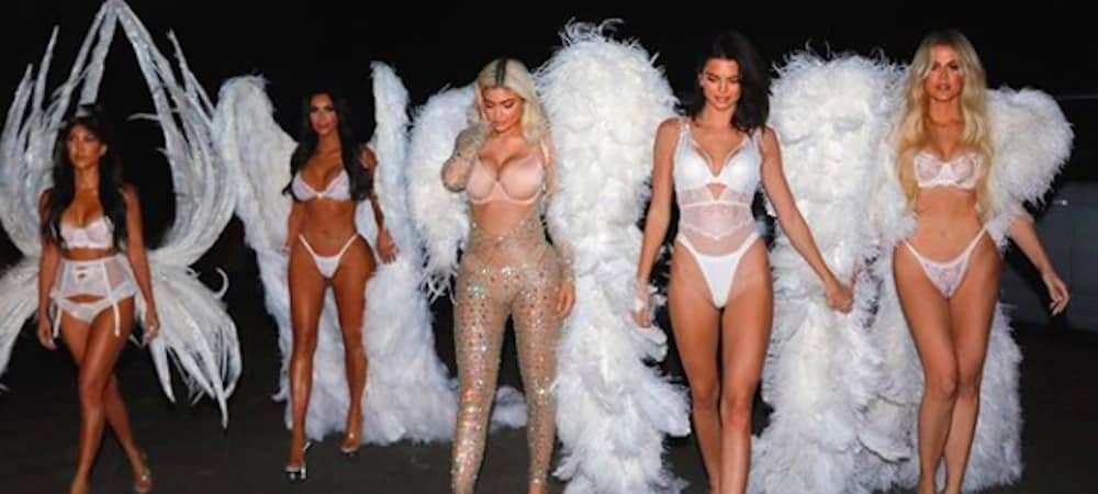 Halloween: les Kardashian-Jenner se sont déguisés en ange sexy !
