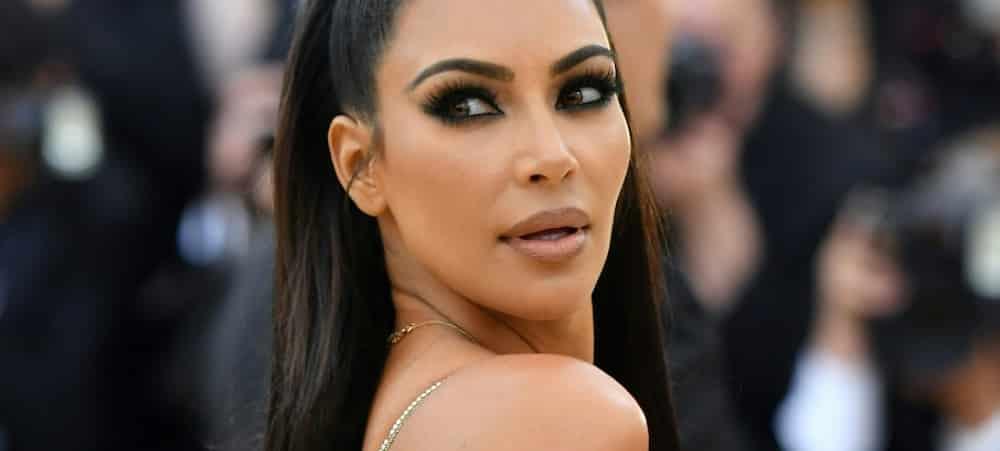 Kim Kardashian sexy avec Kendall Jenner pour ses cosmétiques !