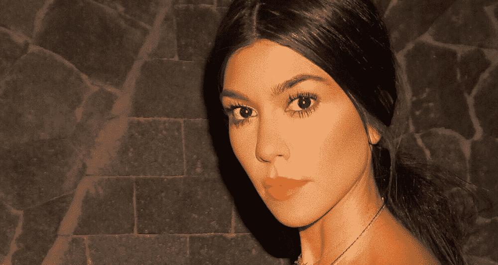 Kourtney Kardashian elle montres ses fesses sur un cliché sans culotte grande