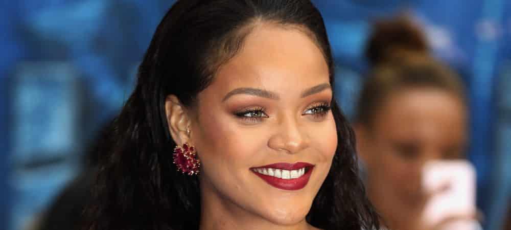 Rihanna torride en lingerie sexy bleue pour Savage X Fenty grande