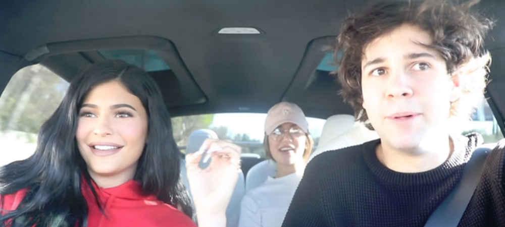Kylie Jenner elle surprend des inconnus avec le Youtubeur David Dobrik grande