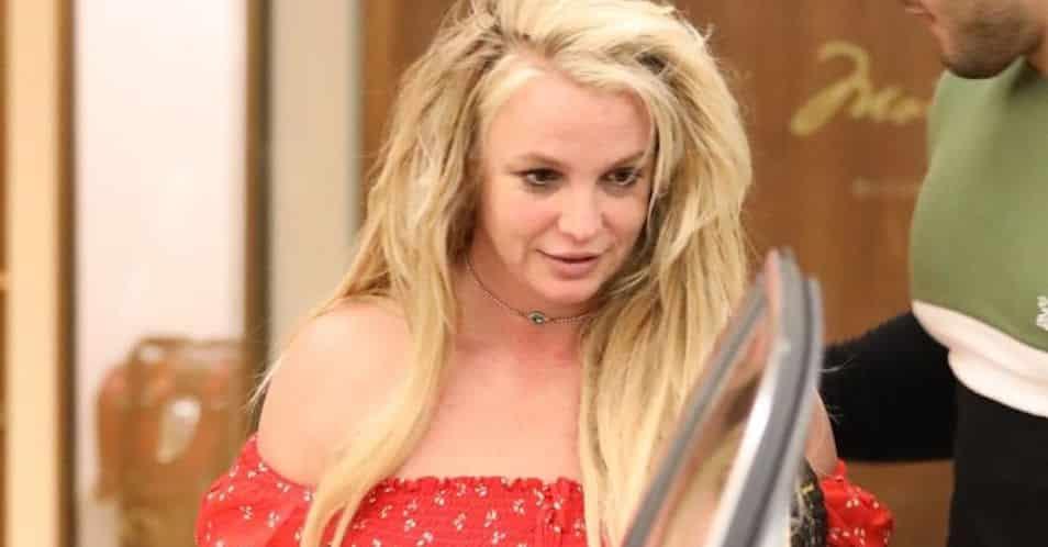 Britney Spears internée: les photos choc de sa première sortie de l'hôpital