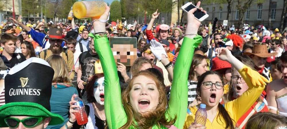 Carnaval de Caen les étudiants avec des déguisements trop drôles