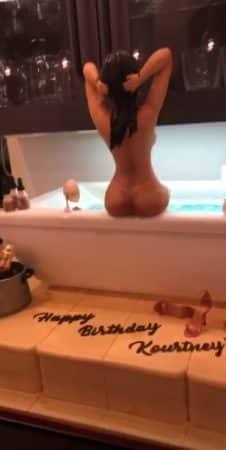 Kourtney Kardashian dévoile son corps nu... en gâteau ! (PHOTO!)