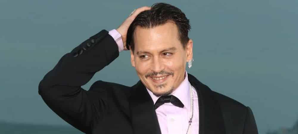 Johnny Depp en couple avec une gogo danseuse russe ! (PHOTOS)grande
