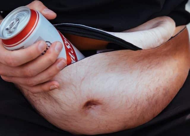 11 Ce sac banane avec son motif de bide à bière fera craquer votre papa. Vous pourrez aussi afficher un ventre qui fera pâlir d'envie les plus gros buveurs