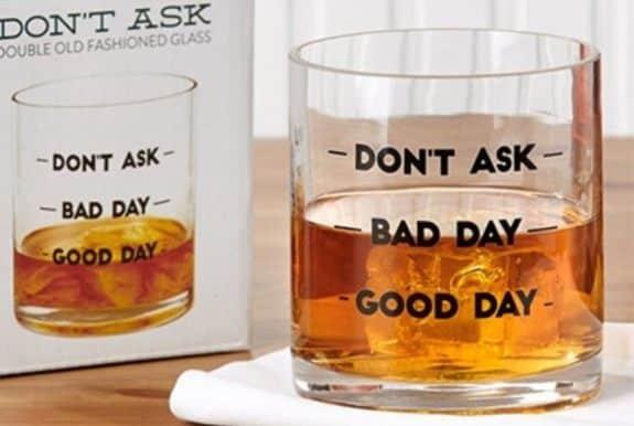12 Papa Tu as passé une bonne journée Plus besoin de répondre à cette question avec ce verre à whisky. Il montrera son humeur de la journée