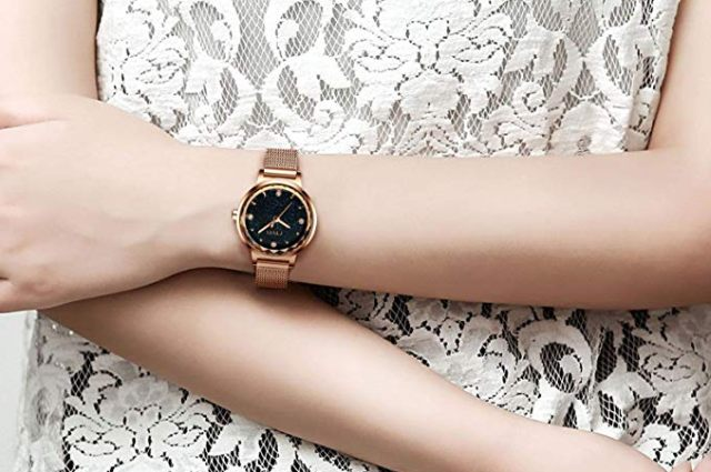15 Une très belle montre couleur or et étanche. Elle ne sera plus jamais en retard grâce à vous