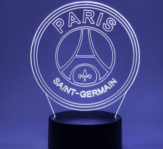 16 Éclaire ta chambre avec cette superbe lampe de ton club préféré et en plus elle peut changer de couleurs