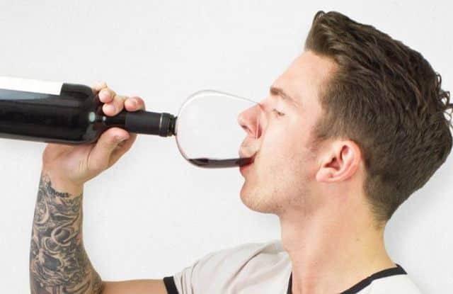19 Grâce à ce cadeau pour la fête des pères, votre papa va pouvoir boire du vin avec classe