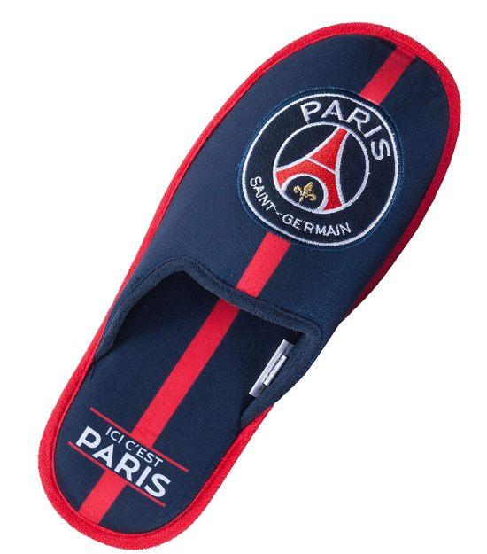20 L'accessoire indispensable du dimanche pour traîner à la maison, les chaussons du PSG