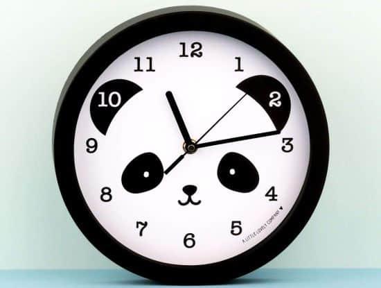 20 Pour ne plus être en retard en cours, installez cette belle horloge panda dans votre salon ou aussi dans votre chambre