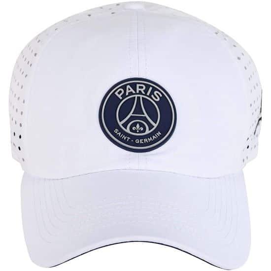 3 Cet été tu vas pouvoir te protéger du soleil avec cette casquette et aussi montrer que tu es supporter de Paris