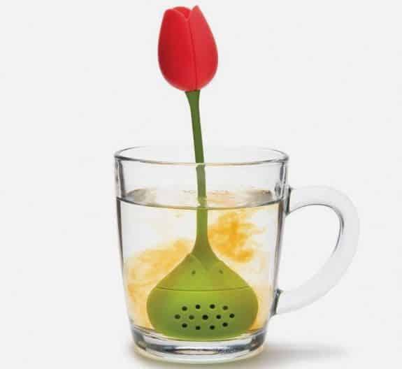 3 Si votre maman aime le thé, cet infuseur en forme de rose lui fera très plaisir
