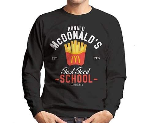 4 Un sweet shirt noir à l'effigie de ta marque préférée McDonald's. Une idée cadeau pour ton anniversaire ou aussi pour Noël