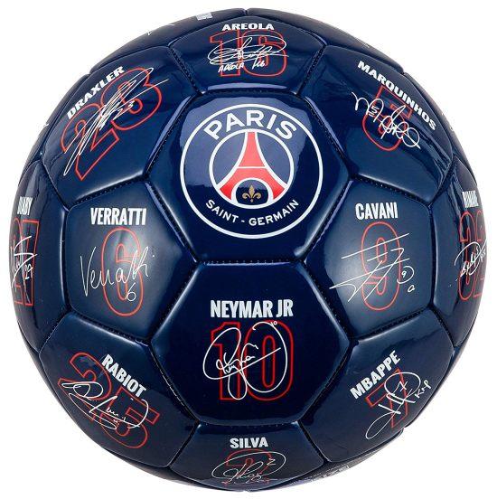 6 Un ballon de ton club préféré avec les noms et les dédicaces de tous les joueurs de ton équipe préférée comme Neymar et aussi Mbappé